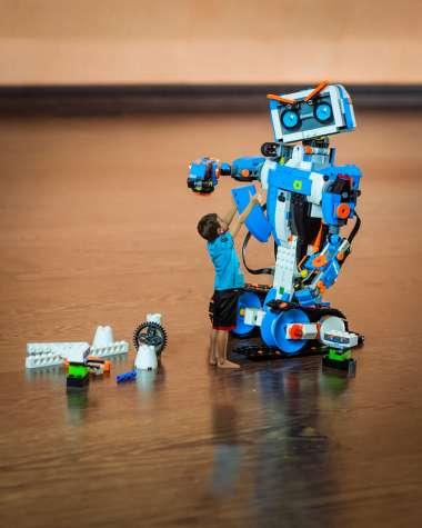 רובוטים על שלט
