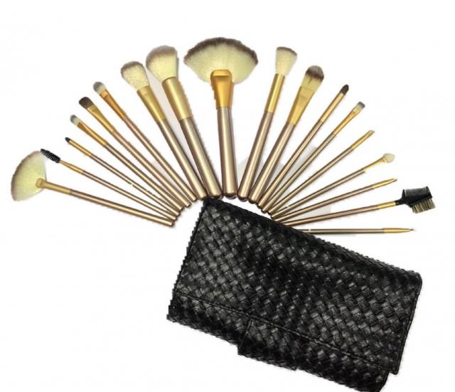 תיק שחור דמוי עור מכיל סט של 18 מברשות משיער טבעי