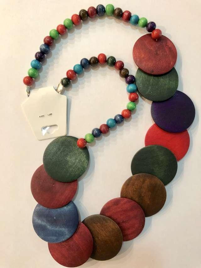 שרשרת מטבעות גדולות בגוון צבעוני
