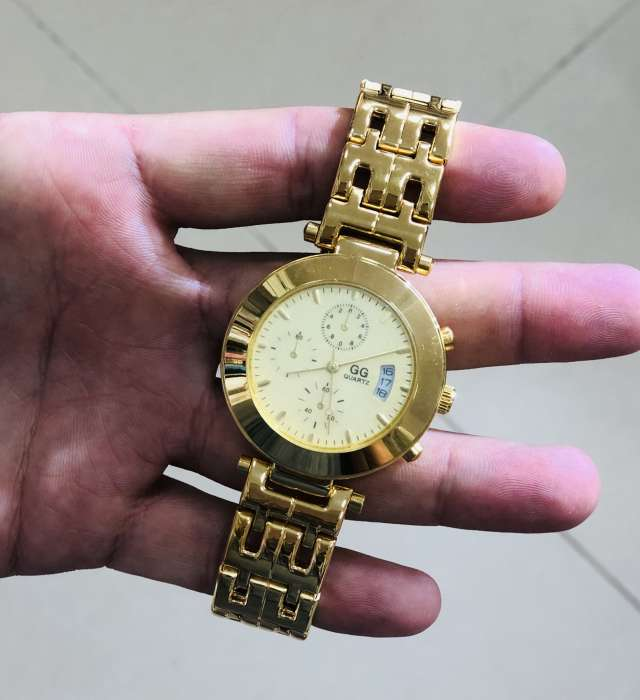 שעון מתכת זהב