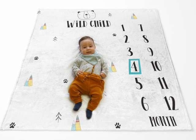 שמיכת חודשים  עם שם התינוק - דגם נורדי - WILD CHILD