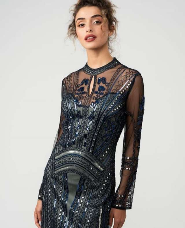 שמלה מחורזת עד הברך