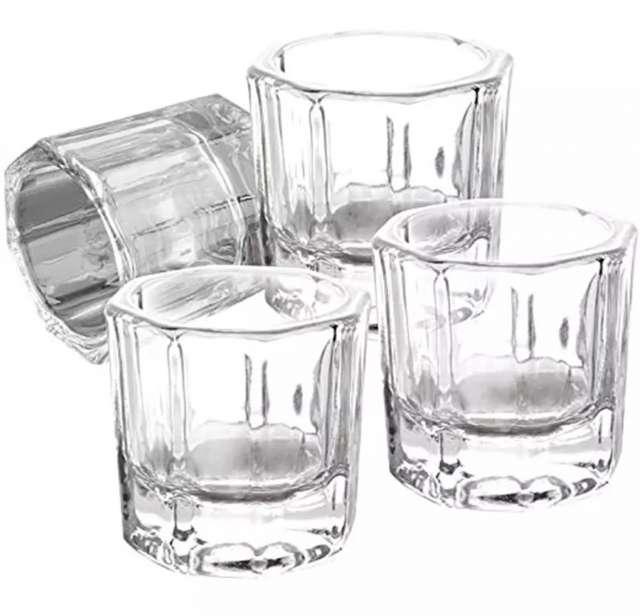 כוסית קטנה מזכוכית