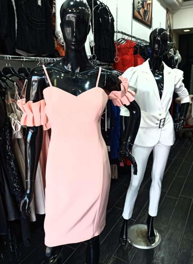 שמלה מחויטת
