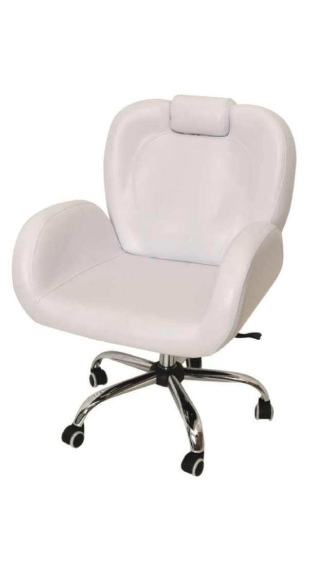 כסא פנאומטי לאיפור ועיצוב גבות