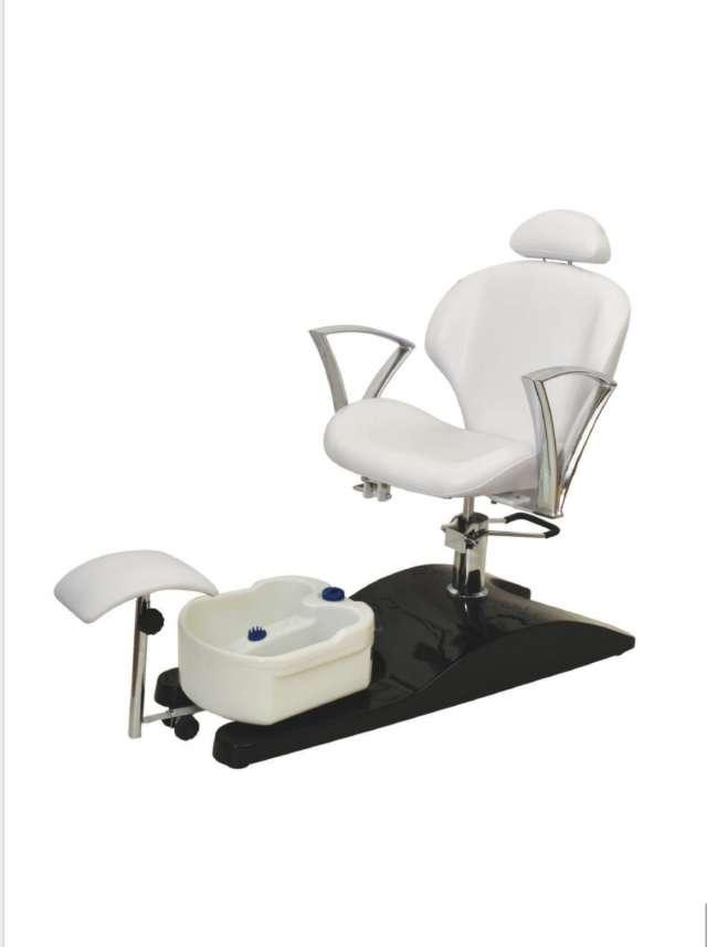 כסא משולב לפדיקור עם רגלית ואמבט ג'קוזי