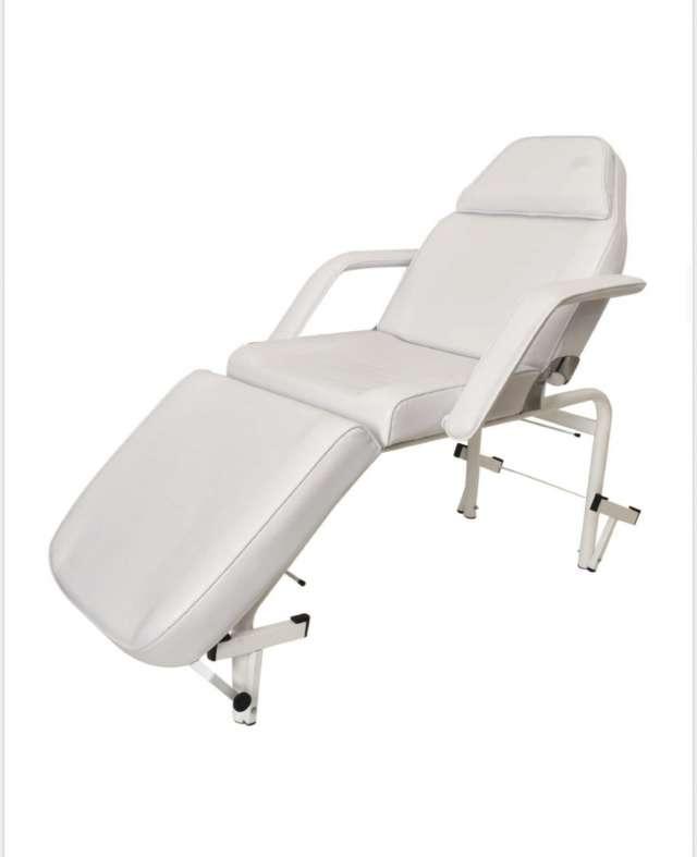 מיטת טיפולים לקוסמטיקה רגליים מתכוננות