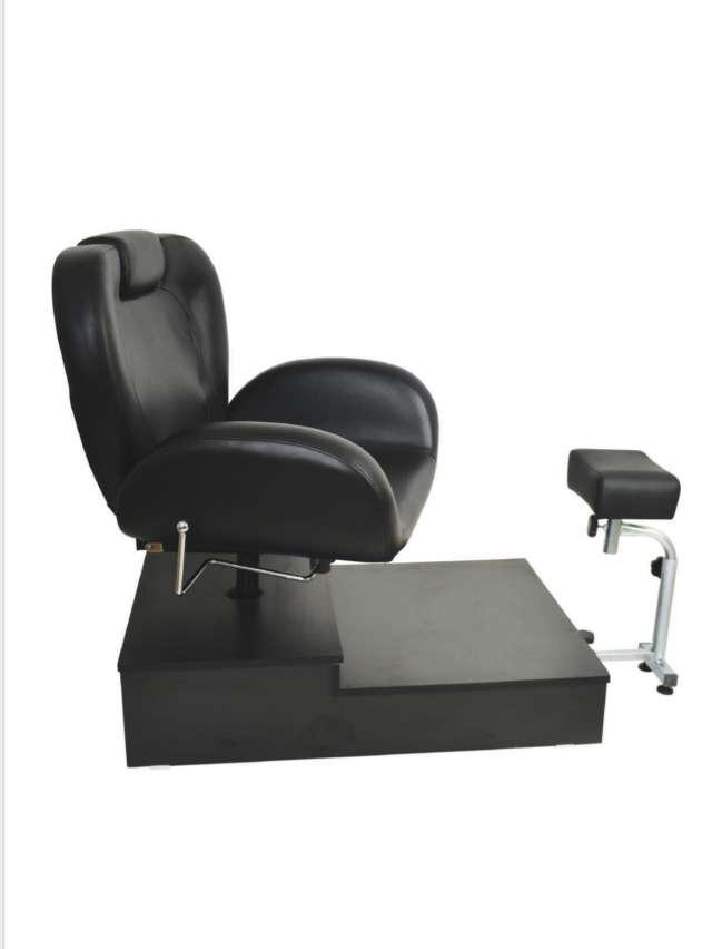 כסא לפדיקור משולב רגלית עם במה בצבע שחור